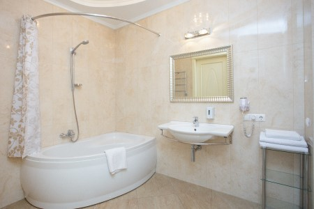 Minsk apartments in the center, Nezavisimosty 19, Bathroom, view 3